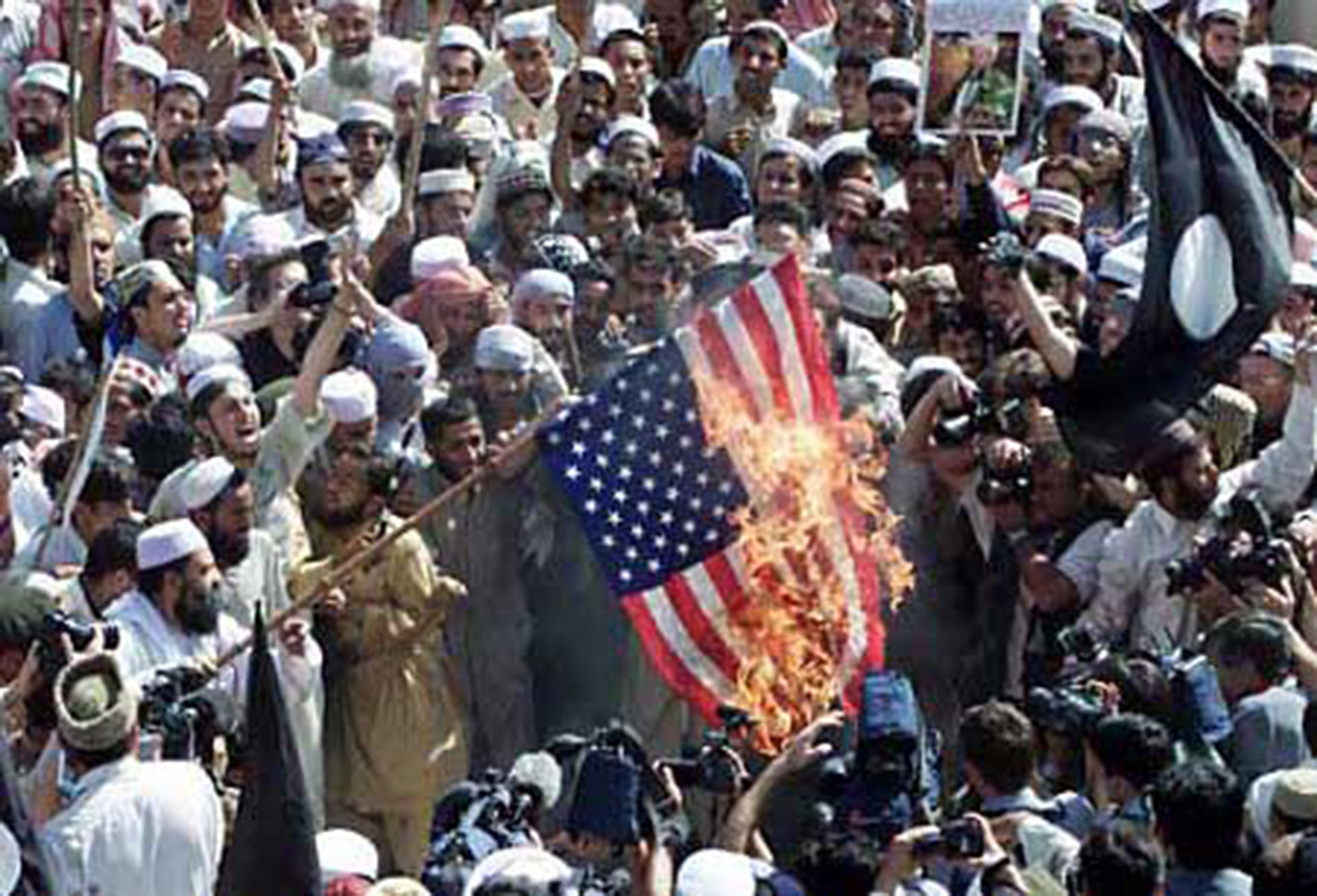US_flag_burning_2_lg